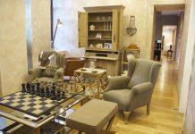 Pikowane meble - gdzie sprawdzi się pufa, ławeczka czy sofa?
